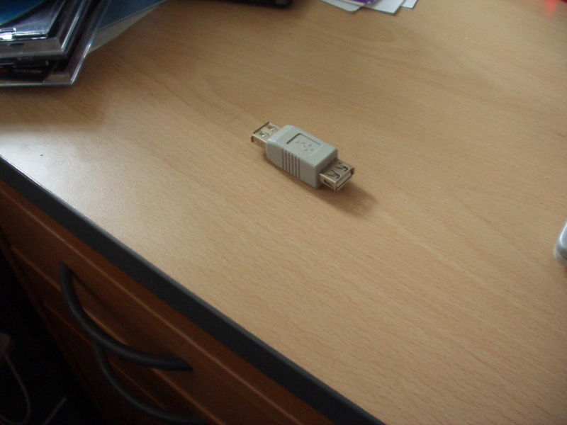 File:Connecting-usb-stick-1.jpg